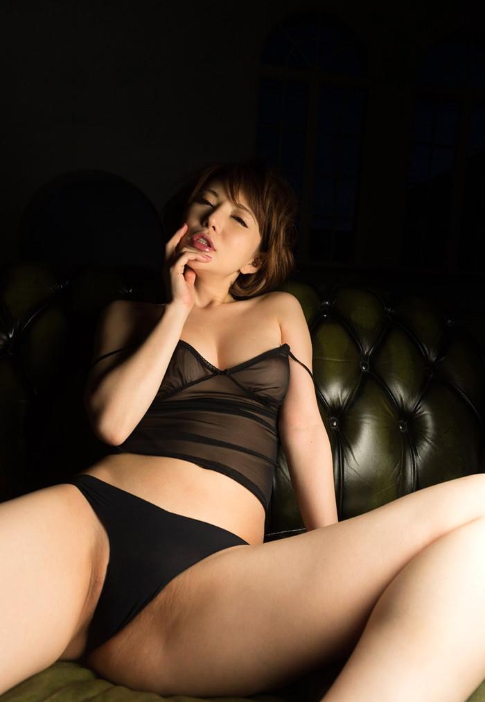 【AV女優エロ画像】根っからのスケベさは生まれつき!?6歳で初オナニー! 22