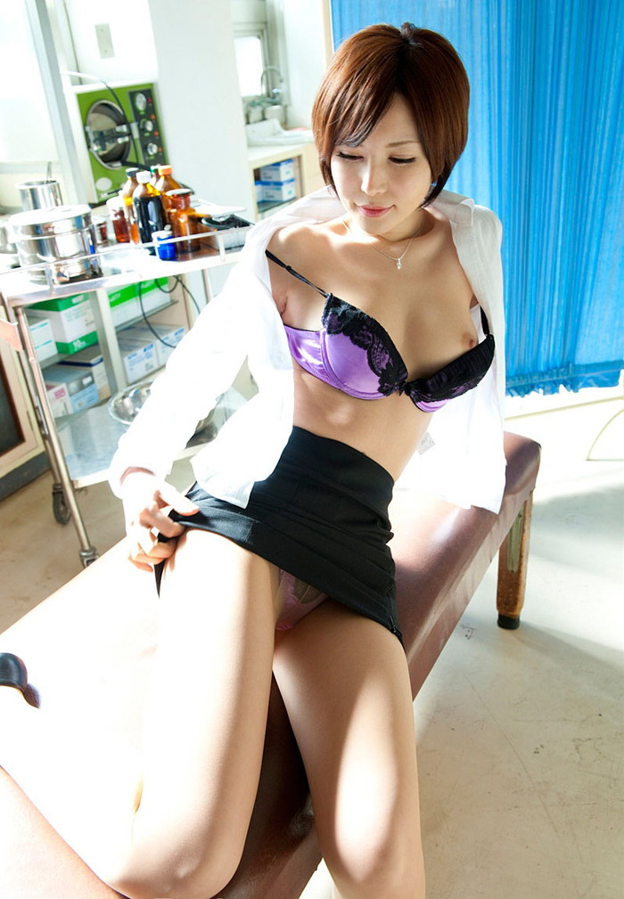 【AV女優エロ画像】根っからのスケベさは生まれつき!?6歳で初オナニー! 27