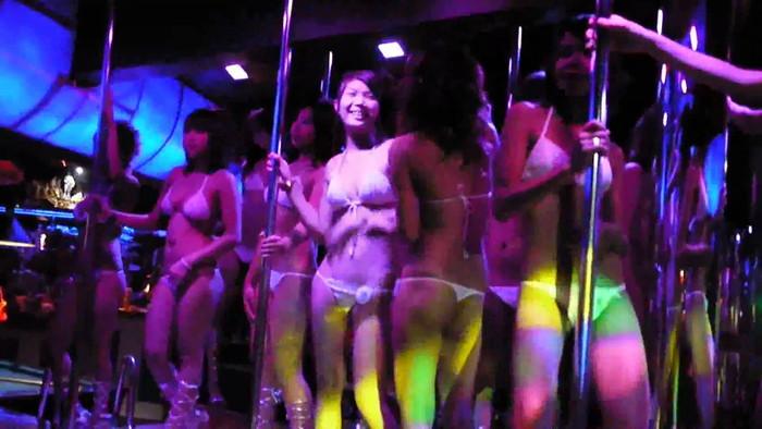 【ゴーゴーバーエロ画像】タイ人の女の子をお持ち帰りできるゴーゴーバーって知ってるか? 11