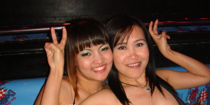 【ゴーゴーバーエロ画像】タイ人の女の子をお持ち帰りできるゴーゴーバーって知ってるか? 12