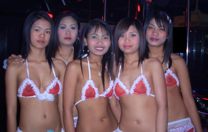 【ゴーゴーバーエロ画像】タイ人の女の子をお持ち帰りできるゴーゴーバーって知ってるか? 17