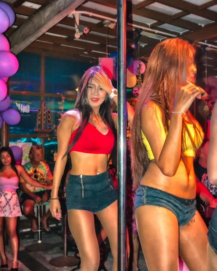 【ゴーゴーバーエロ画像】タイ人の女の子をお持ち帰りできるゴーゴーバーって知ってるか? 20