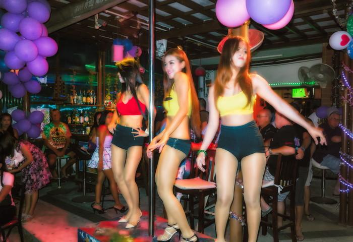 【ゴーゴーバーエロ画像】タイ人の女の子をお持ち帰りできるゴーゴーバーって知ってるか? 21