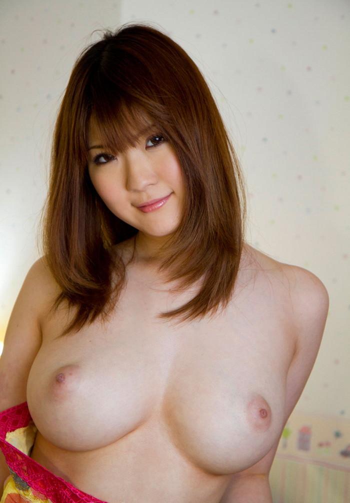【美乳エロ画像】大きさはそれぞれだけど美乳揃いのおっぱい画像集 16