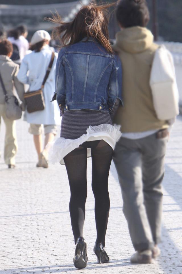 【パンチラエロ画像】強風に舞ったスカートから覗くパンチラショット! 20
