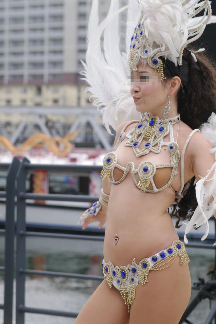 【サンバエロ画像】日本のサンバも捨てたモンじゃない!過激エロ衣装で踊る女たち! 07