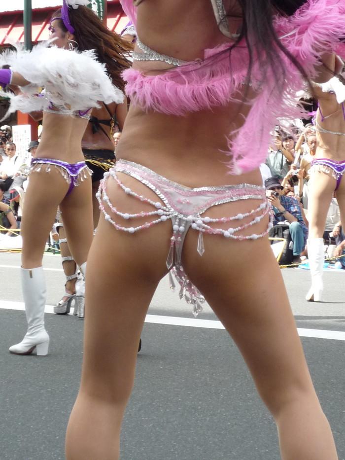 【サンバエロ画像】日本のサンバも捨てたモンじゃない!過激エロ衣装で踊る女たち! 08