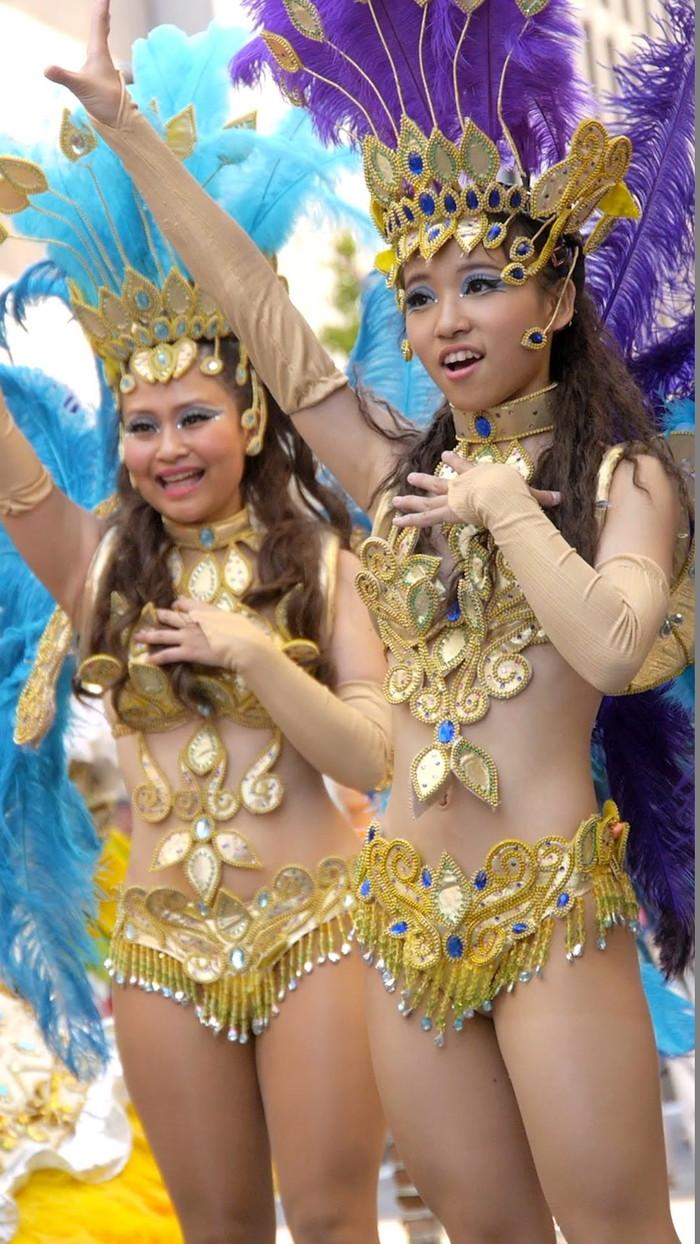 【サンバエロ画像】日本のサンバも捨てたモンじゃない!過激エロ衣装で踊る女たち! 23