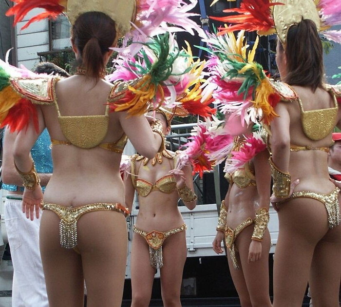 【サンバエロ画像】日本のサンバも捨てたモンじゃない!過激エロ衣装で踊る女たち! 27