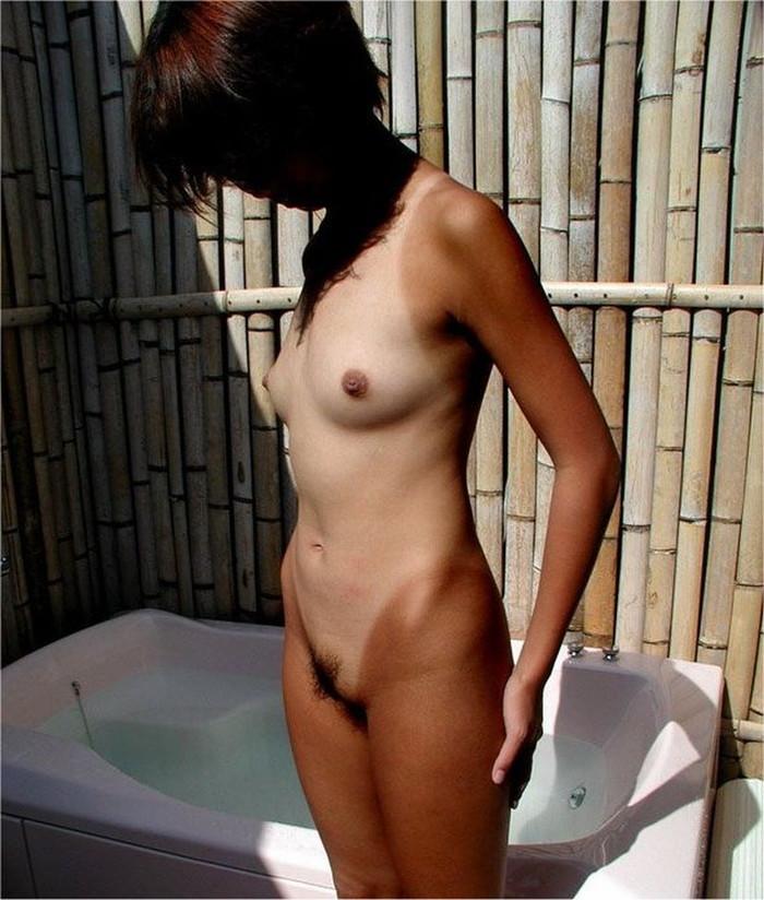 【日焼け跡エロ画像】褐色に日焼けしたした肌に残る水着の跡が妙にソソる! 17