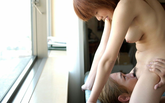 【顔面騎乗エロ画像】男の顔面にオマンコを擦り付け舐めさせるという破廉恥行為 08