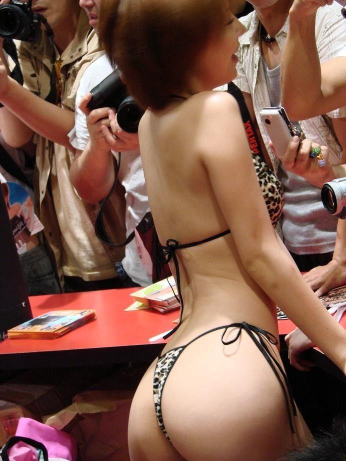 【キャンギャルエロ画像】日本人のみならず可愛いキャンギャル集めたった! 01