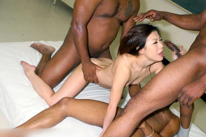 【黒人vs日本人女性エロ画像】日本人女性には大きすぎる黒人砲がズツポリ… 08