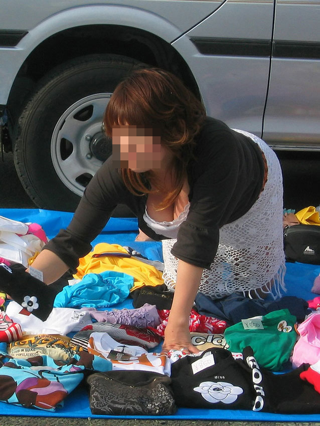 【胸チラエロ画像】街中で思わぬラッキーに遭遇したぜっていうアレww 08