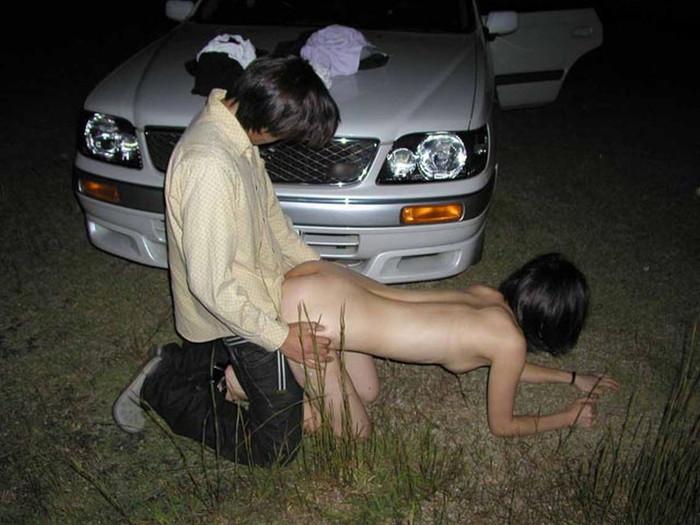 【青姦エロ画像】春の陽気に誘われたバカップルたちの青姦撮ったどー! 13