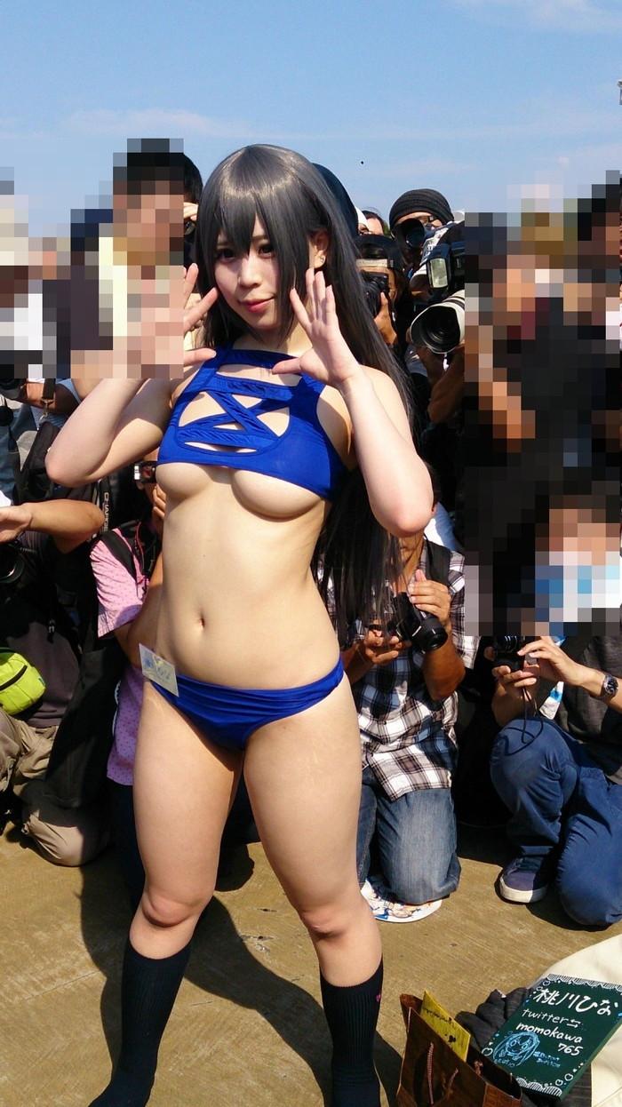 【コミケエロ画像】会場内のあちこちで見かける過激コスプレの女の子 25