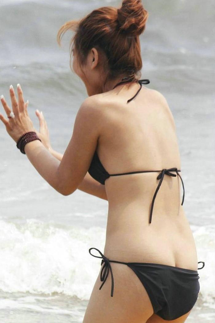【水着ハプニングエロ画像】予期せぬポロリ!素人娘たちの水着ハプニングに勃起! 18